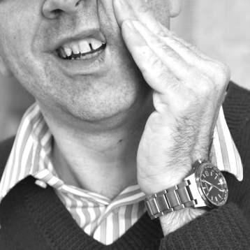 28. Thomas Kein Zahnweh, Hemd und Uhr-min